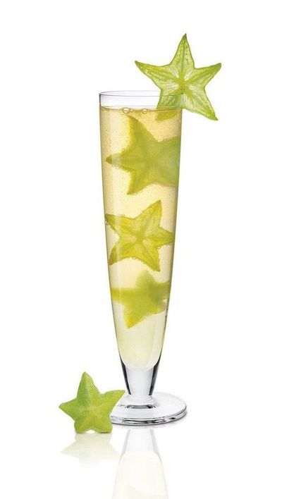 Starfruit champagne cocktail memorial day juxtapost for Champagne drinks with fruit