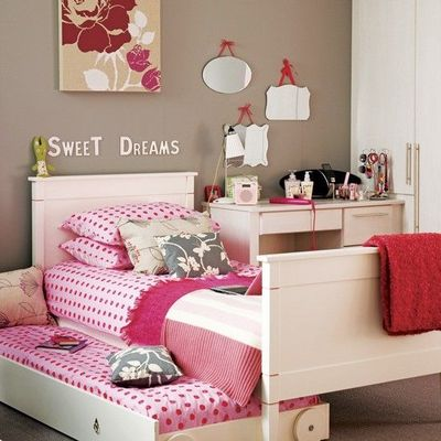 Girls 39 room pink grey red kids rooms juxtapost - Dormitorios juveniles chicas ...