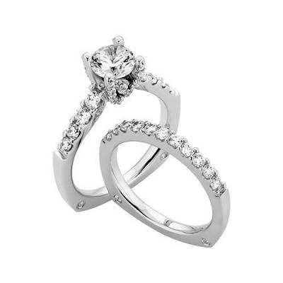 Fred Meyer Jewelers offers in-store and online shopping with an extensive selection of jewelry, including wedding rings, watches, earrings, bracelets and so much more.