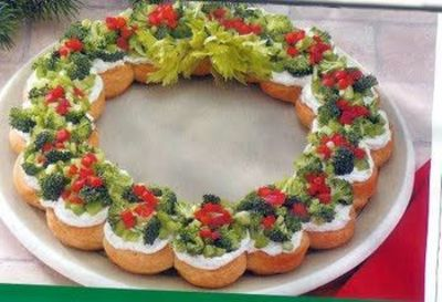 Pull apart Veggie Wreath ...crescent rolls, cream cheese, and veggies ...