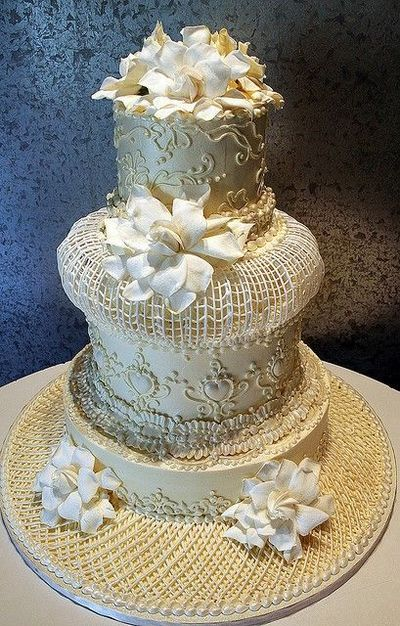 Wedding cake decorated in an extreme Victorian style / wedding cakes - Juxtapost