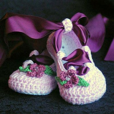 CROCHET BABY SLIPPERS PATTERN | Crochet For Beginners