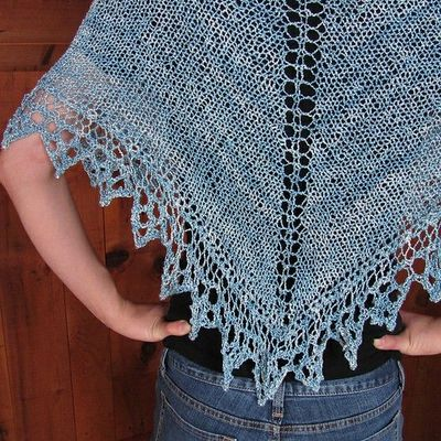 Simple Knit Triangle Shawl free Pattern by Jill Tarabar / knits and kits - Ju...