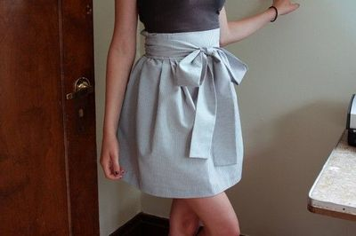 High waisted bow skirt. This is so adorable! I love anything ...