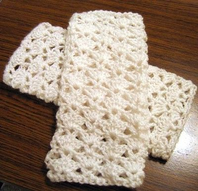 Lacy fingerless gloves - free ravelry crochet pattern ...