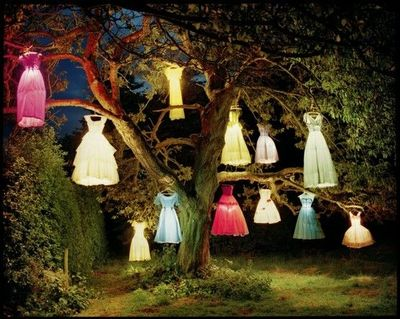 THE DRESS/LAMP TREE