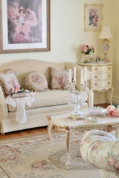 Sweetly feminine, subtly shabby living room decor at its lov ...