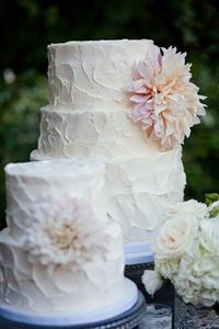 Cake love: big and frilly wedding cake By The Natural Wedding Company --