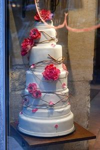 Natural and beautiful wedding cake.