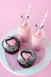 sweet heart cupcakes and milkshakes. Yum!