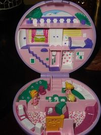 Polly Pocket // ah! I had the PP Mansion. ;} My parents spoiled me.