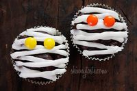 Low-fat mummy cupcakes.