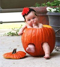 Cute idea for Savannah's pumpkin patch pictures