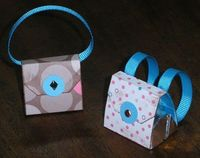 links to templates for cute paper purses/boxes
