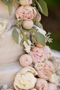 Dusty pink peony wedding cake, super vintage!