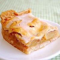 Apple Slice Bars: Sliced fresh apples sweetly seasoned with cinnamon sugar are sandwiched in between buttery pie crust...[read more at Food Frenzy]