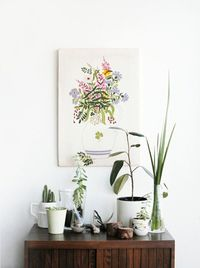 Love the print and the plants.