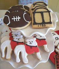 UGA themed cookies - my aunt needs this pic to make some of her famous sugar cookies for me at school next year!