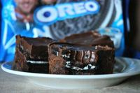 Oreo Crunch Brownies: There is a layer of brownie, that has Oreo cookies baked into it, then a layer of crushed Oreos and ...[read more at Food Frenzy]