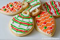 Christmas Tree Ornament Sugar Cookies: How to make and decorate Christmas Tree Ornament Sugar Cookies: a fun gift idea!