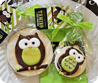 Okay, these are cookies, but adorable and could easily be done on a cupcake or cake - includes tutorial